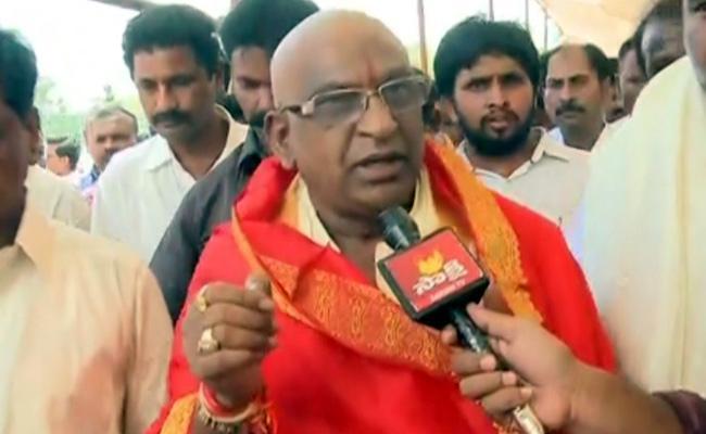 YV Subbareddy takes oath as TTD Chairmen - Sakshi