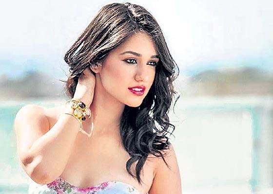disha patani injured malang movie sets - Sakshi