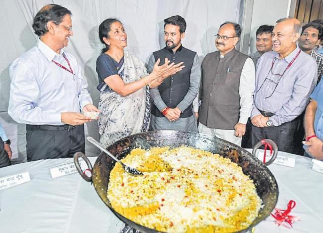 Halwa ceremony held at finance ministry - Sakshi