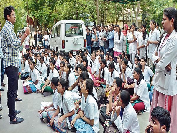 Increasing the retirement age of teaching doctors - Sakshi