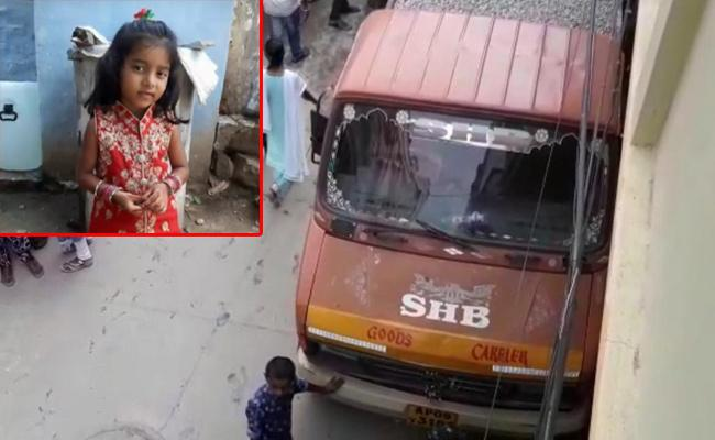 Six Years Baby Died In Bowenpally After Tipper Hits - Sakshi