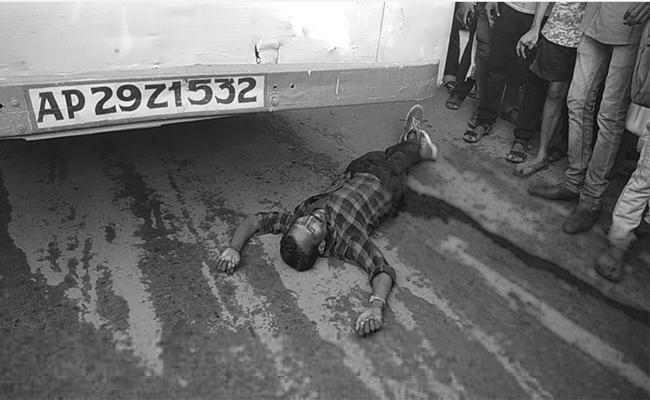 Man Crushed To Death Under Bus In Kashibugga, Srikakulam District - Sakshi