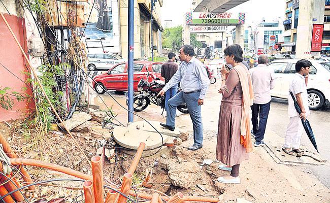 Dana Kishore Review on Rain in Hyderabad - Sakshi