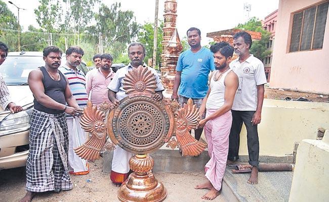 Yadadri Temple Copper Shields To Tamilnadu For Gold Plating - Sakshi