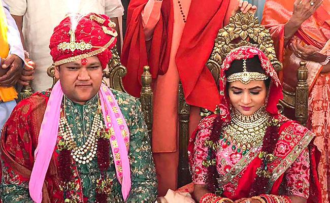 Gupta family Rs 200-cr wedding in Auli - Sakshi