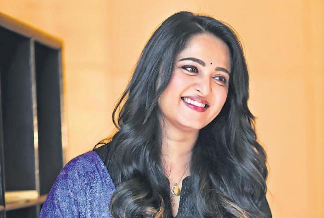 Anushka Shetty injures her leg while shooting for Sye Raa Narasimha Reddy - Sakshi