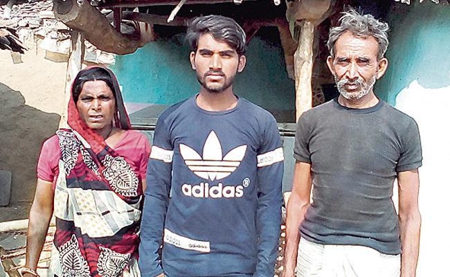 MNREGA Labourers Son Cracks JEE Main in Rajasthan Village - Sakshi