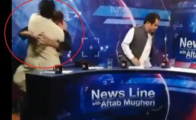 TV Debate in Pakistan Turns into Wrestling Match - Sakshi