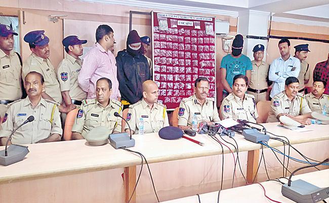 Nigerian Drugs Gang Arrested In Hyderabad - Sakshi