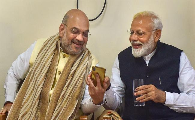Prime Minister Narendra Modi Is Gadget Lover  - Sakshi