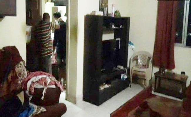 Son Mother Found Dead In Mumbai Suicide Note Found - Sakshi