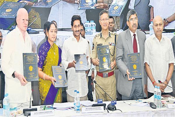 CM YS Jagan orders police officers about  AP Special Status Cases - Sakshi