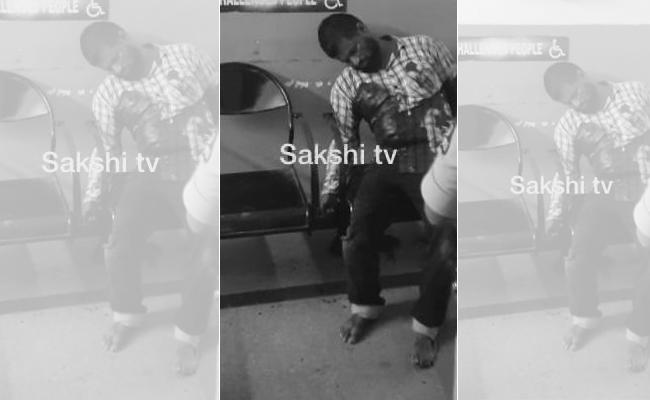 Two Auto Drivers Fight With Knife One Injured In Panjagutta - Sakshi