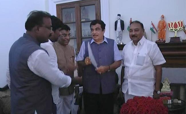 Telangana MPs Met Nitin Gadkari New Delhi - Sakshi
