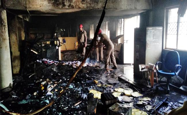 Fire Accident In State bank Of India In Prakasham - Sakshi