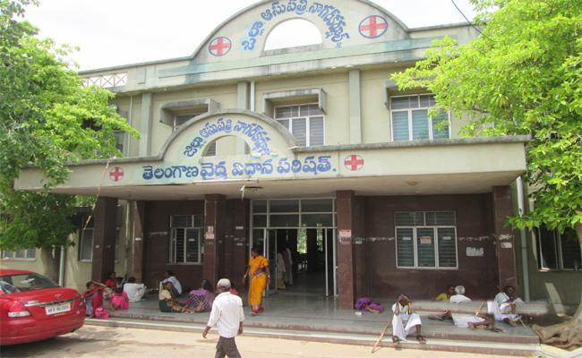 Government Hospital Facing Lack Of Sanitation In Nagarkurnool - Sakshi