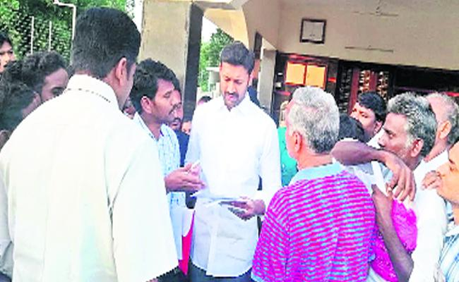 Spandana Program will Implement To Know Peoples problems: YS Avinash - Sakshi