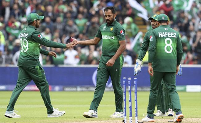 World Cup 2019 New Zealand Set 238 Runs Target For Pakistan - Sakshi