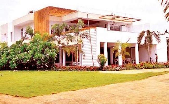 Vijayasai Reddy Fires on Former CM Chandrababu Over Lingamaneni Estate - Sakshi
