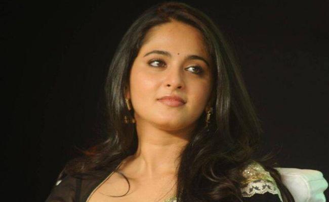 Anushka Shetty Responds Over Rumors About Syeraa Shooting - Sakshi