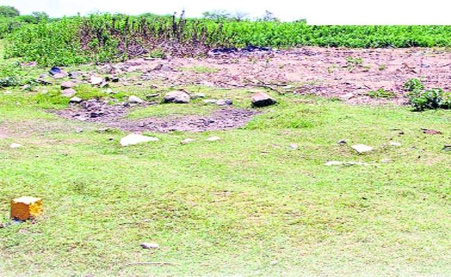 Pond Is Under Land Mafia In Karimnagar - Sakshi