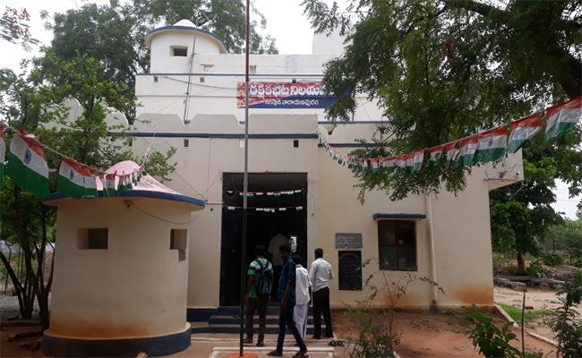 Samsthan NarayanPur Police Station Is In BPRD Top 20 List - Sakshi