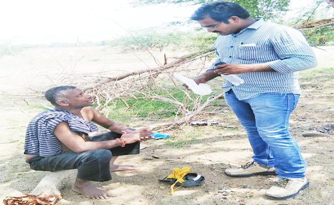 SI Saves Man From Suicide In Jayashankar Bhupalapally - Sakshi