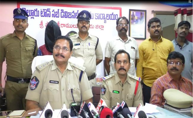 Murder Accused Arrested By Nellore Police - Sakshi