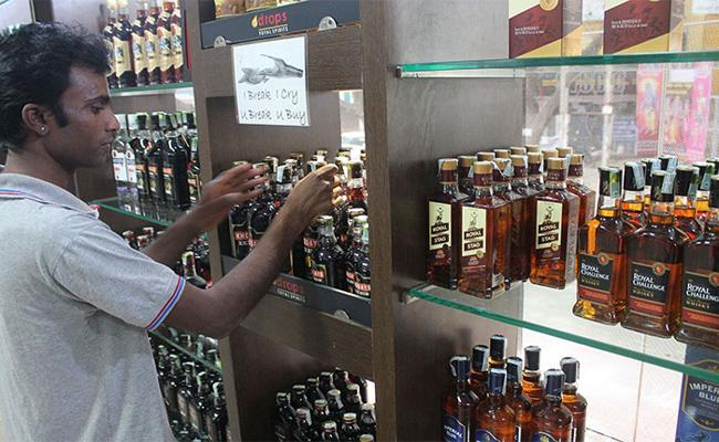Alcohol Merchants Difficult Situation Renewing Licenses Kadapa - Sakshi