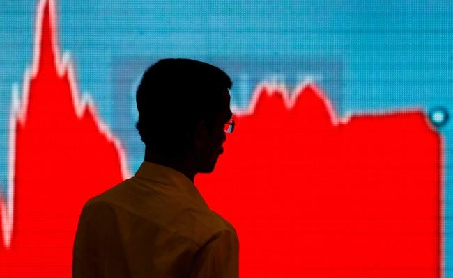 Sensex Nifty Fall For Second Straight Day Led By Declines In Private Lenders - Sakshi