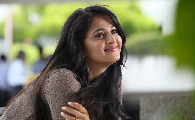 Anushka Shetty Wants To Act In Hollywood Movie - Sakshi