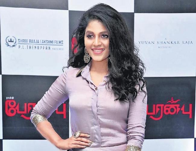 Anjali plays a cop in Madhavan-Anushka Shetty starrer Nishabdam - Sakshi