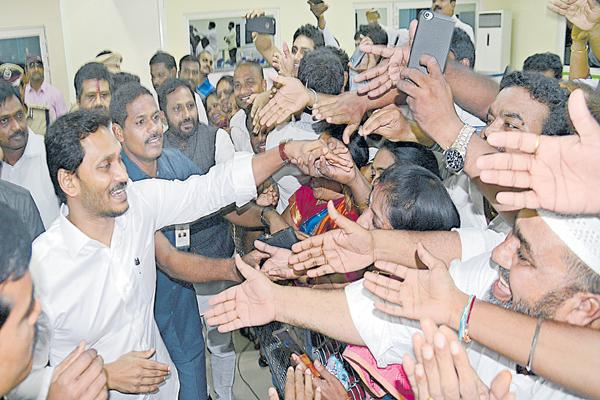Employees who have been given request letter of their problems - Sakshi