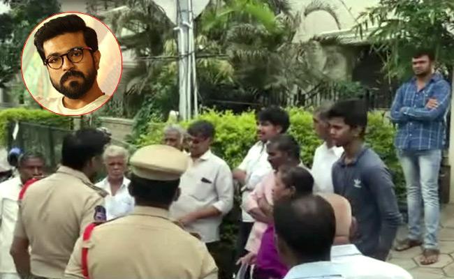 Uyyalawada Narasimha Reddy Family members Protest - Sakshi