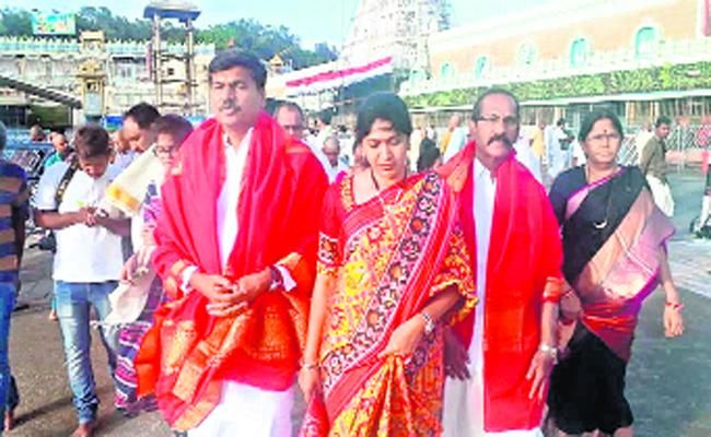 Sridhar Reddy, an MLA Who Visited Venkanna Swamy on Foot - Sakshi