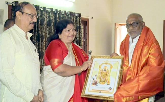 Shobha Raju Meets TTD Chairman YV Subba Reddy - Sakshi