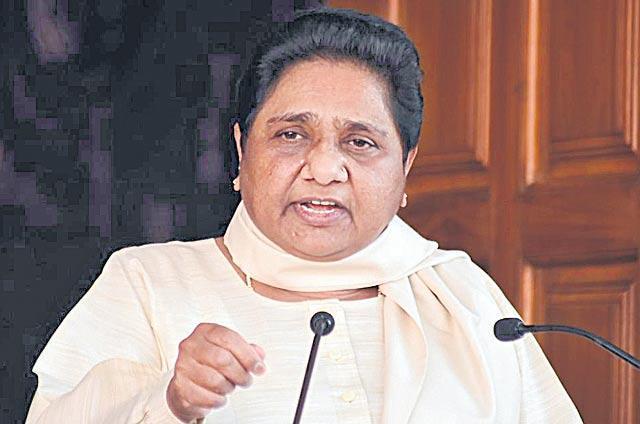 SP-BSP honeymoon over as Mayawati hints at dumping mahagathbandhan - Sakshi