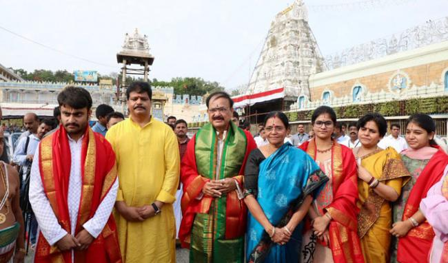 Vice President Venkaiah Naidu Visits Tirumala Srivaru - Sakshi