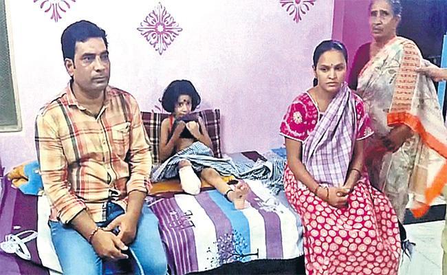 GirlChild Leg Removed With Doctors negligence in Hyderabad - Sakshi