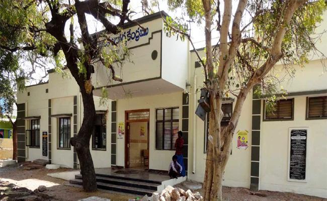 Doctors Shortage in Kanekallu Hospital Anantapur - Sakshi