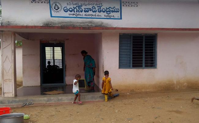 Anganwadi Teachers Campaign In Villages - Sakshi