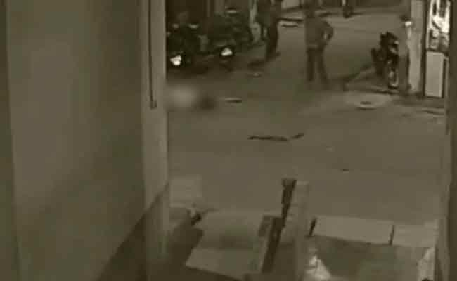 Trinamool Leader Shot Dead By Men On Bike In Kolkata - Sakshi