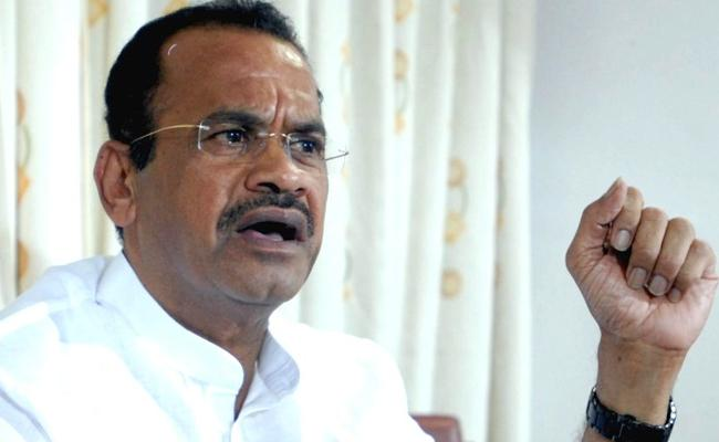 Not interested in PCC says komatireddy venkat reddy - Sakshi