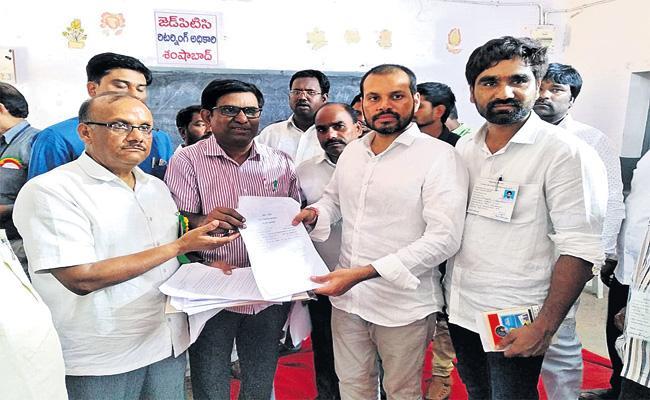 Pilot Won MPTC Elections in Samshabad - Sakshi