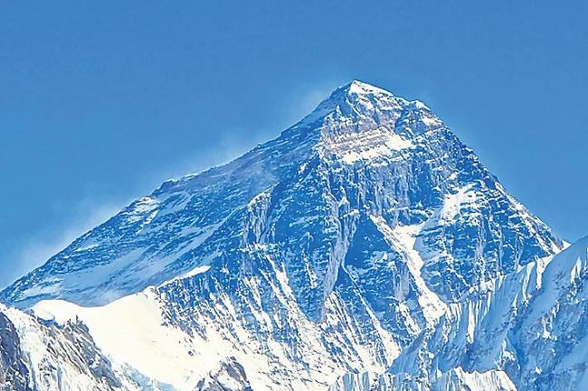 Nepal Says Everest Rules Might Change After Traffic Jams and Deaths - Sakshi