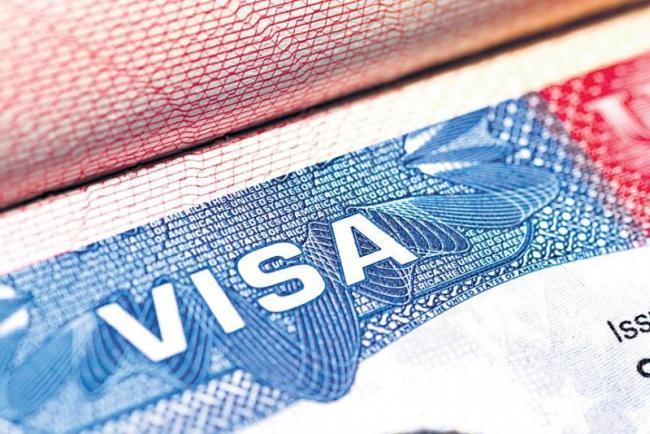 10 per cent drop in H1B visa approvals in 2018 - Sakshi
