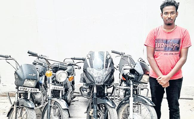 Bike robbery Gang Arrest in Hyderabad - Sakshi