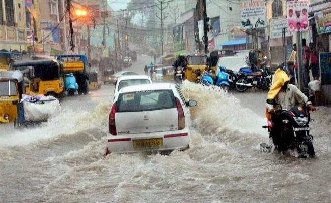 Drainage System Works Pending in Hyderabad - Sakshi