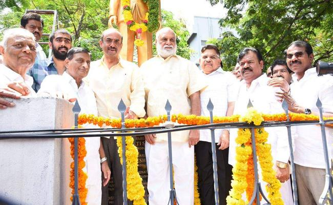 Ramanaidu Statue Unveiled At Film Chamber By Suresh Babu - Sakshi