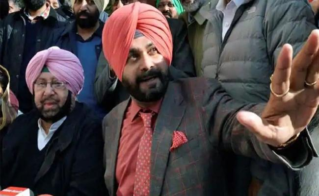 Amarinder Singh strips Navjot Sidhu of local bodies portfolio - Sakshi